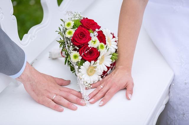 Blumen und Hände